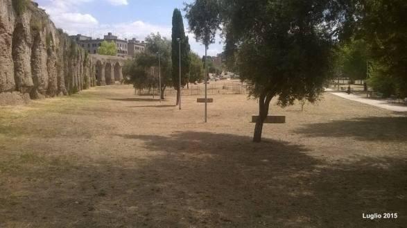 Il parco pulito dagli operatori del progetto Community Value